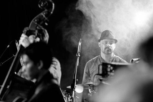 Ricky Lionardi conducting Ron King Big Band, accompanying Dira Sugandi at Java Jazz Festival 2014 (photo by Melon Lemon)